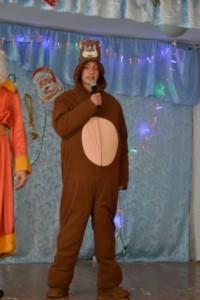 """Загальношкільне новорічне свято з іноземної мови """"Пригоди Маші і Ведмедя"""""""